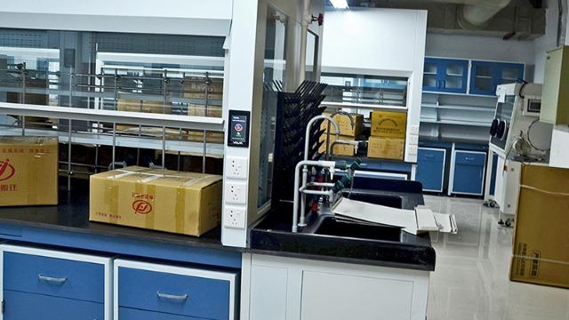 金华实验室搬迁公司与帮德运公司谈实验室仪器验收
